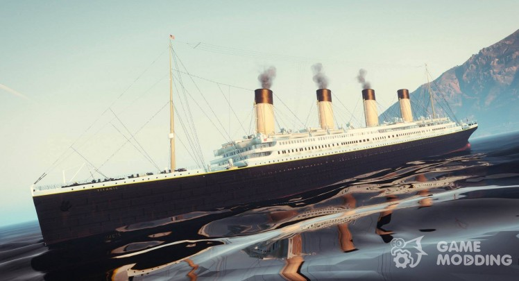 1912 the RMS Titanic