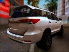 Toyota Fortuner 2017 для GTA San Andreas вид слева